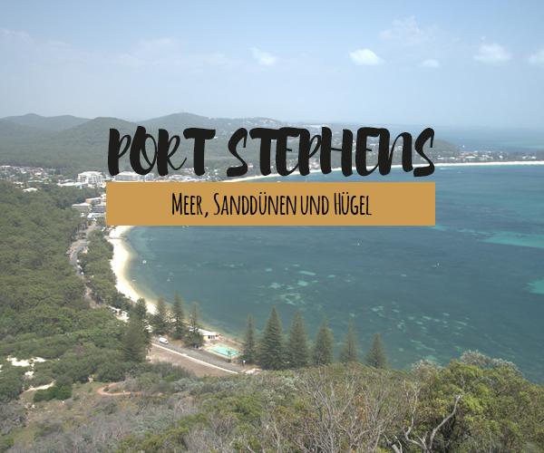 Meer, Sanddünen und Hügel liegt der azurblaue Port Stephens